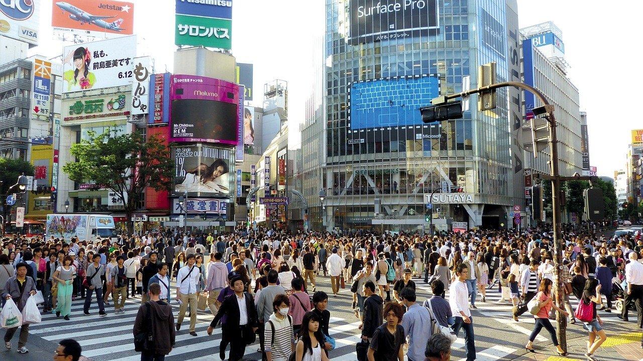 渋谷のツタヤ前の交差点に渡っている人たち
